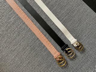 Cinturón hebilla dorada color blanco