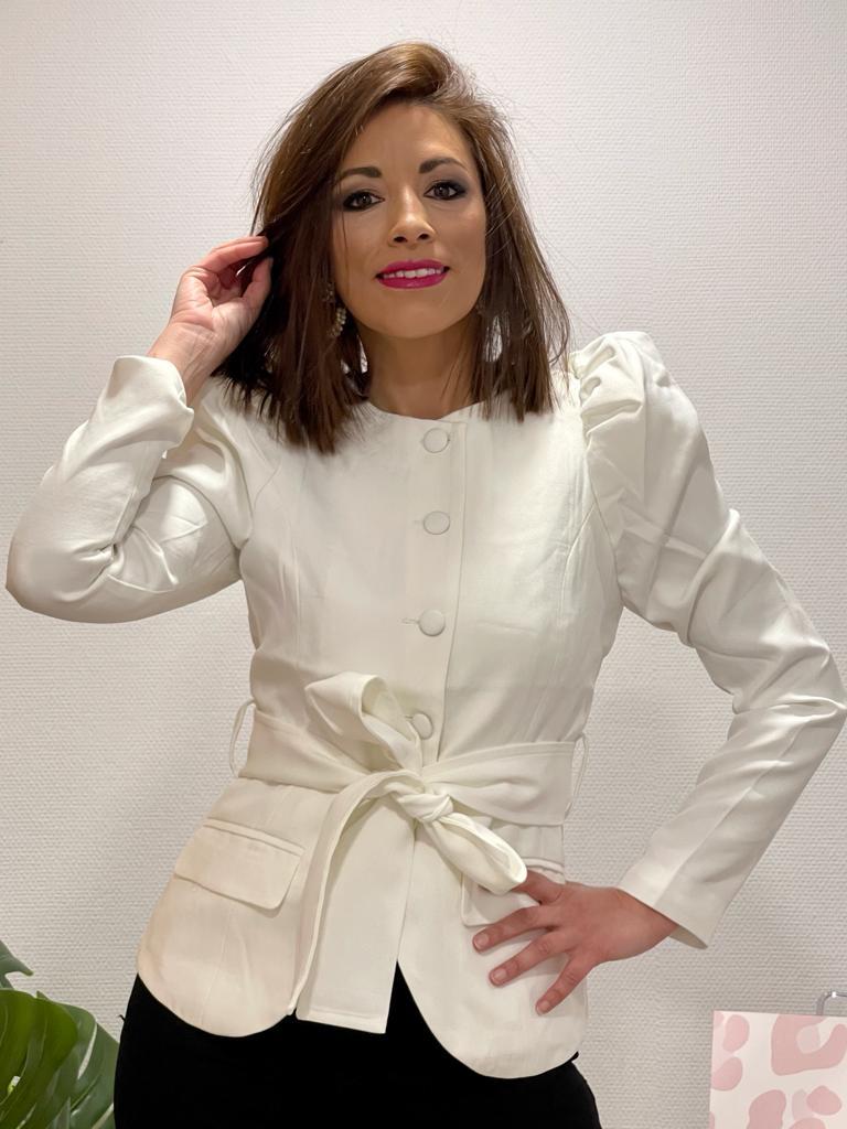 Chaqueta con botones y cinturón cuello redondo – manga farol color blanco